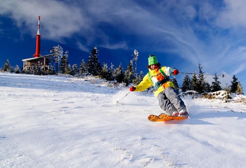 Provozovatelé skiareálů v Beskydech připravují na nadcházející lyžařskou sezonu novinky