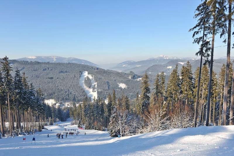 Noční skialpový závod na Bílé