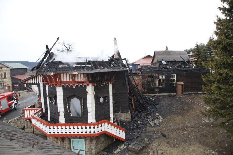 Objekt Libušína na Pustevnách zachvátil velmi rozsáhlý požár
