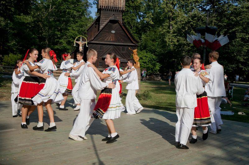 Slovenský folklor roztančí Valašské muzeum v přírodě v Rožnově pod Radhoštěm