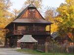 Stavění máje ve Valašském muzeu v přírodě v Rožnově pod Radhoštěm
