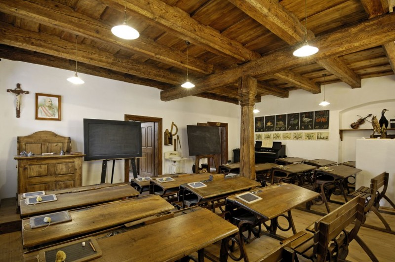EXPOSITION OF A PRIMARY SCHOOL ON THE PREMISES OF THE MANOR HOUSE