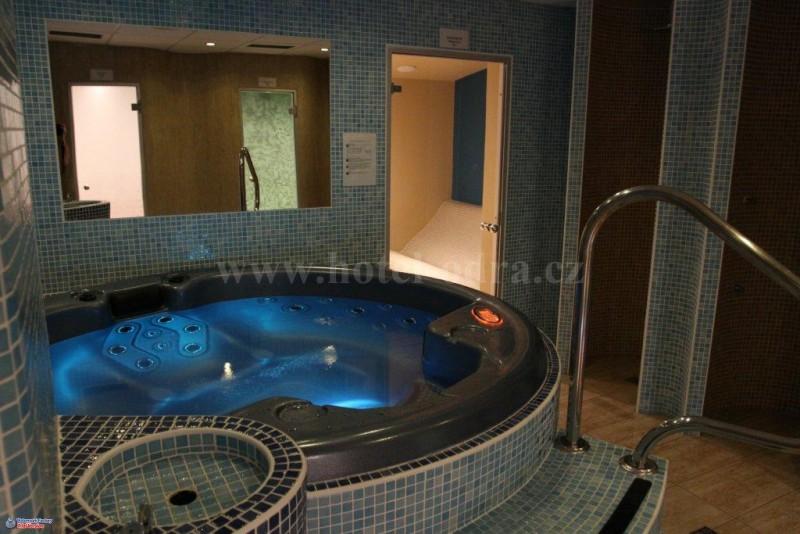 Krytý bazén a wellness - Hotel Odra