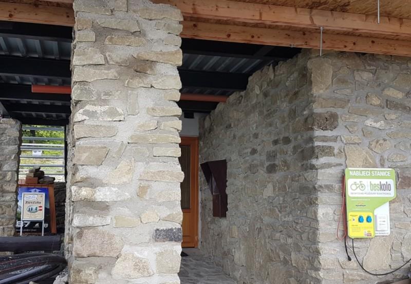Nabíjecí stanice elektrokol – Bezručova chata na Lysé Hoře